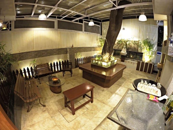 Cozy Poolside Bungalow Room - 2 (nr kalyani nagar)