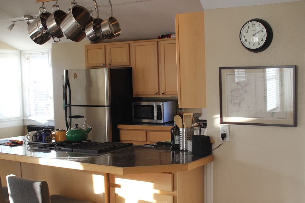 Very well-equipped kitchen adjoined to the open-plan living room and dining room.