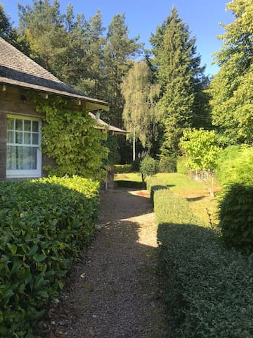 The Lodge at Eastwood -private cottage for 2 to 6