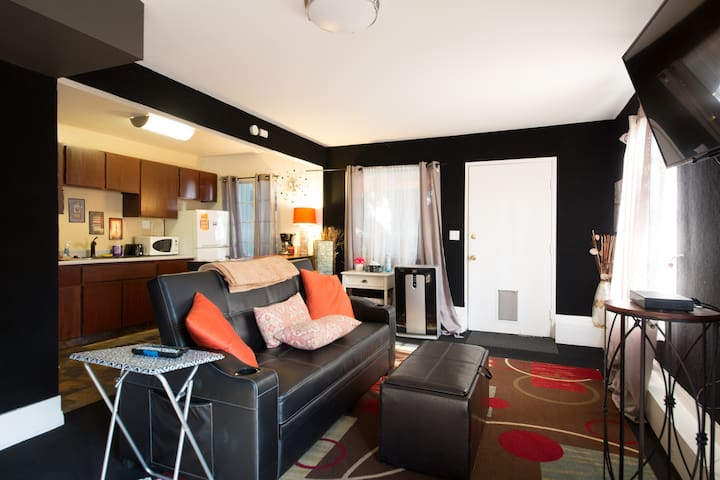 Hollywood Private Apartment G in Great Location!
