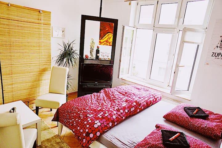 Schönes helles Zimmer in bester Lage