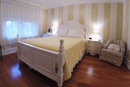 Hill Suite at the 5-star Main Street Inn - Kutztown - Hotel boutique