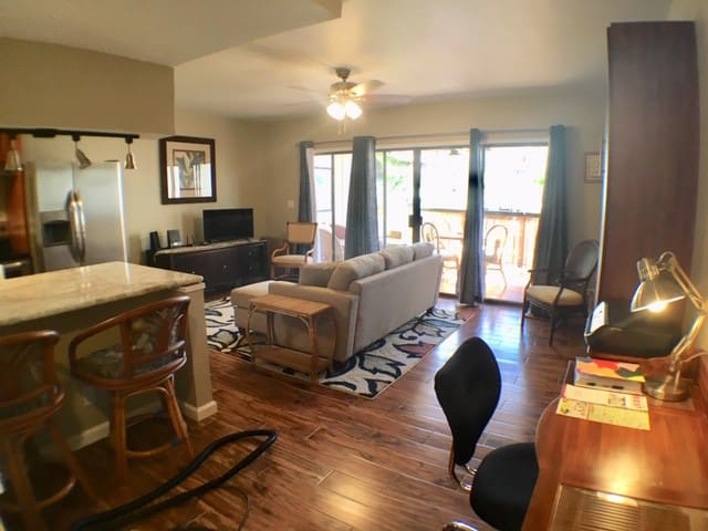 Exquisite Downtown Kona Remodeled Condo