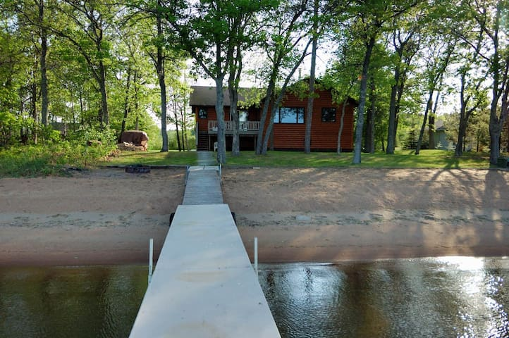 Leech Lake- Perfect Beach, Boat Lift, Fireplace