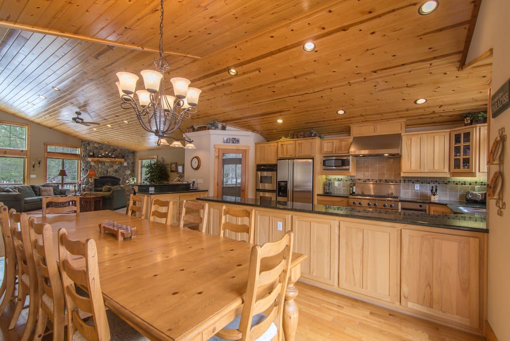 Great fully stocked kitchen!  Has everything!