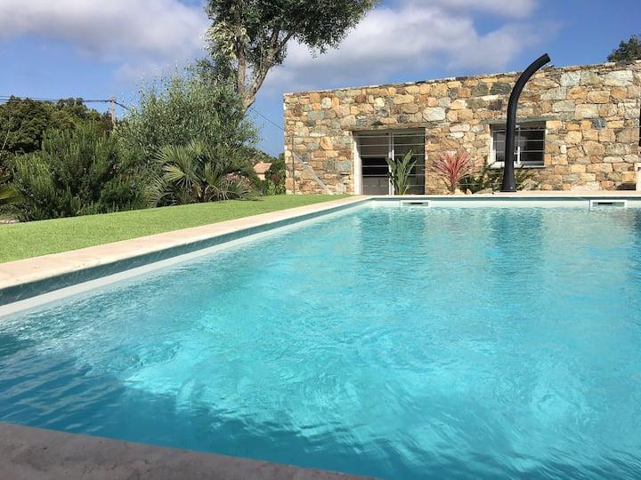 Villa tout confort avec piscine proche St Florent