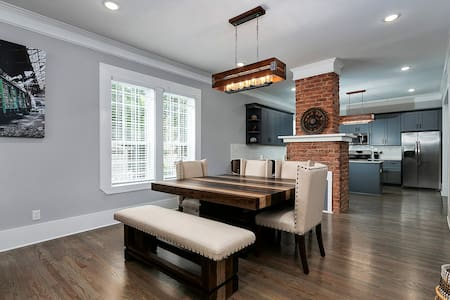 Atlanta Luxury Vacation Home by Downtown & Airport