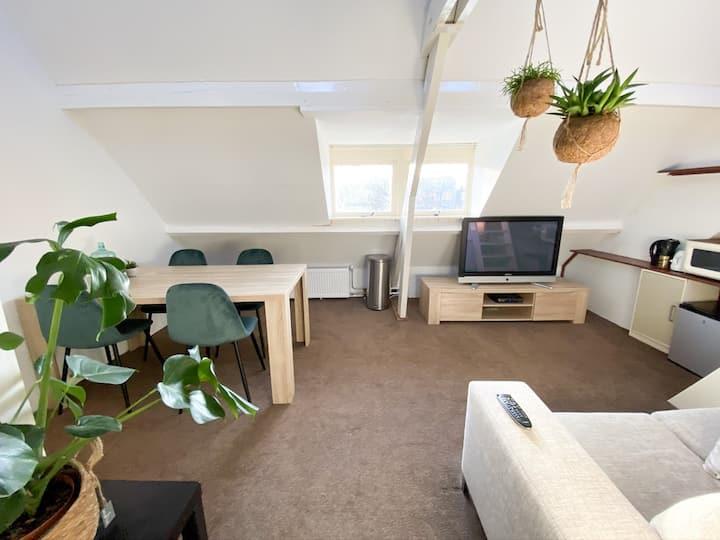 2 kamer studio met eigen badkamer in centrum Zeist