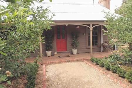 Quartz Cottage - relax and revive