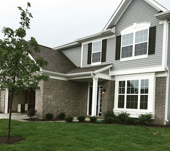 4BD house with great location! - Noblesville - 獨棟