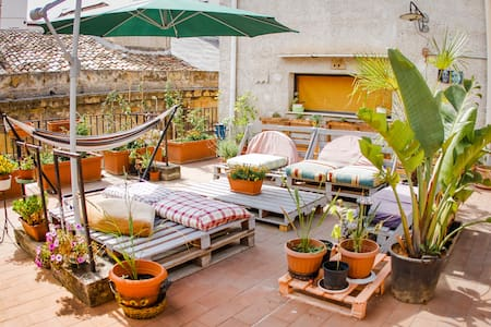 c CENTRAL and CHEAP shared room with TERRACE - Palermo - Appartement