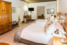 Deluxe 4 Sleeper Room (2 Double Beds) photo 7