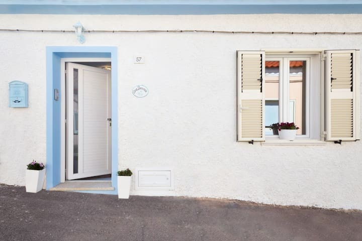 Camera Matrimoniale A Olbia.Casa Berenice Camera Matrimoniale Con Patio Houses For Rent In