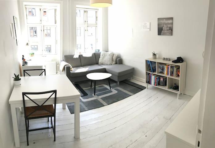 2 Room apartment with balcony, Vesterbro.