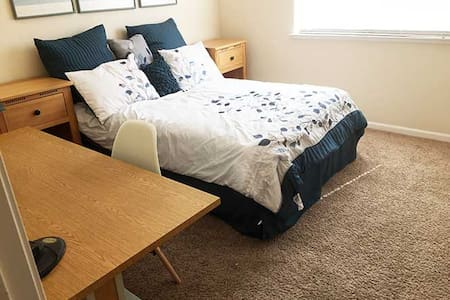 Comfortable room in house near ACE station F bed