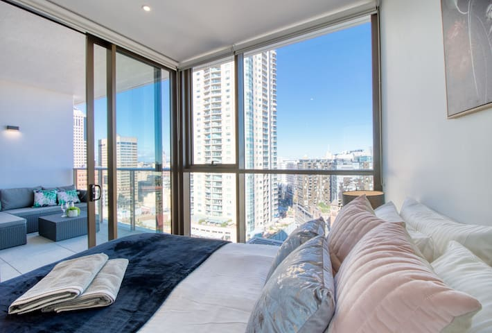Stunning Views: Heart of City, Darling Harbour