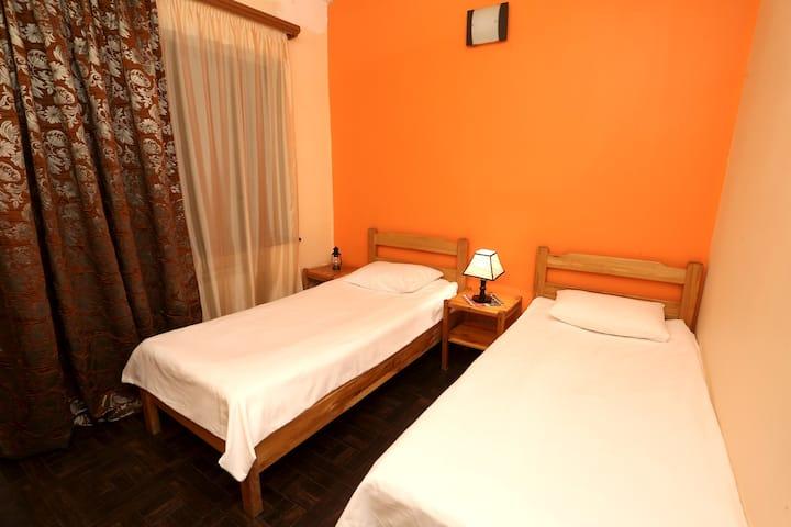 Orange Room (Daravand Guest House)
