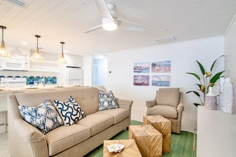 Sailfish Gulf Suites #4, Garden Views, Directly on the Beach