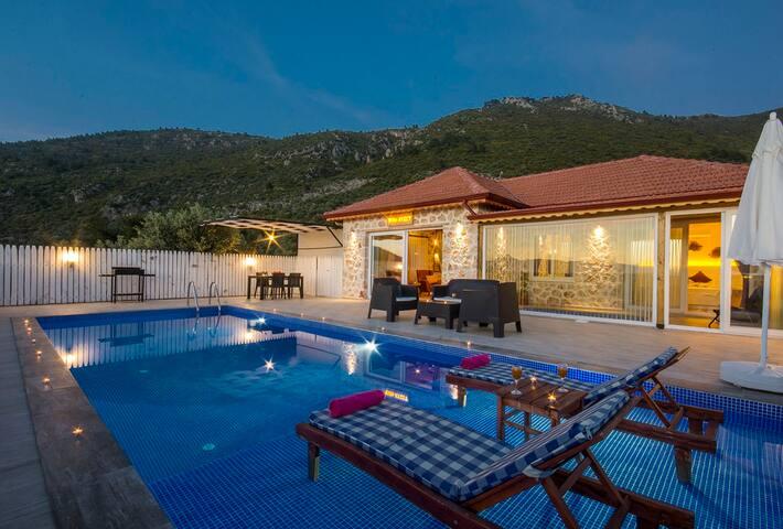 Honeymoon Villa with 2 pools & Beautiful views