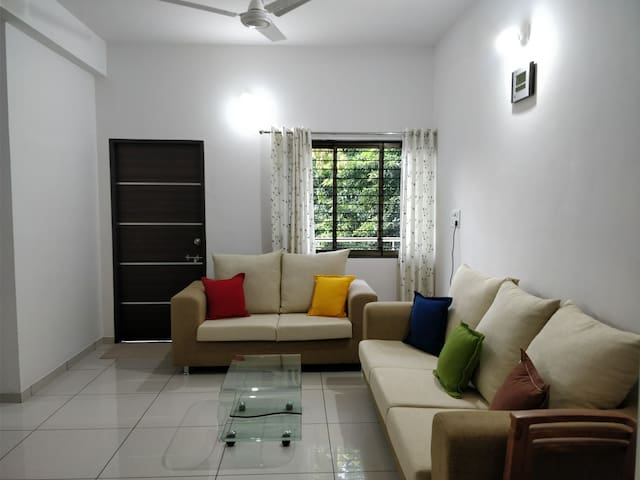 Satvam 1, Well Equipped 2BR Vacation Home-Vadodara