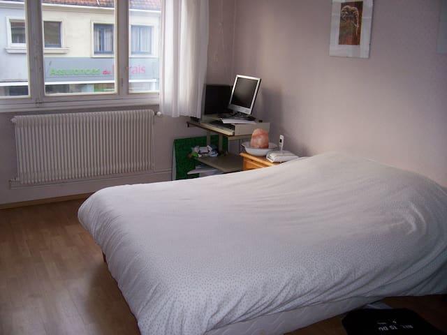 Chambre dans maison avec jardin - Éperlecques