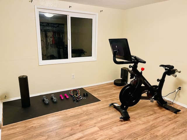 Stay in shape with Peleton while at the beach! My peleton and weights are for guests to enjoy, you can make your own or use my account:)