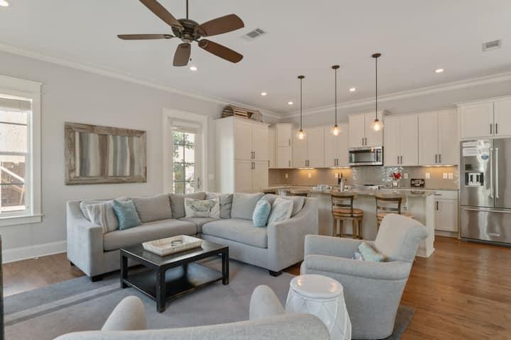 Large luxury home/gourmet kitchen/heatedpool
