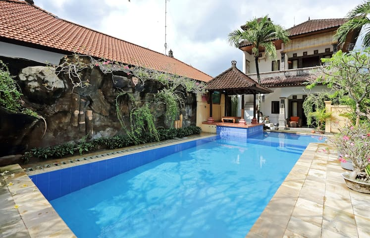 One bedroom with private kitchen in Seminyak