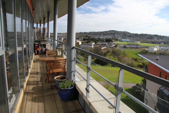 Penthouse, sea views, spacious and bright