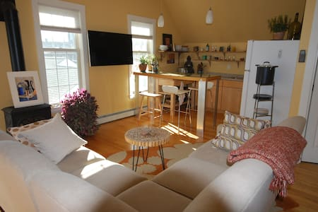 Downtown Kennebunk Studio - Kennebunk