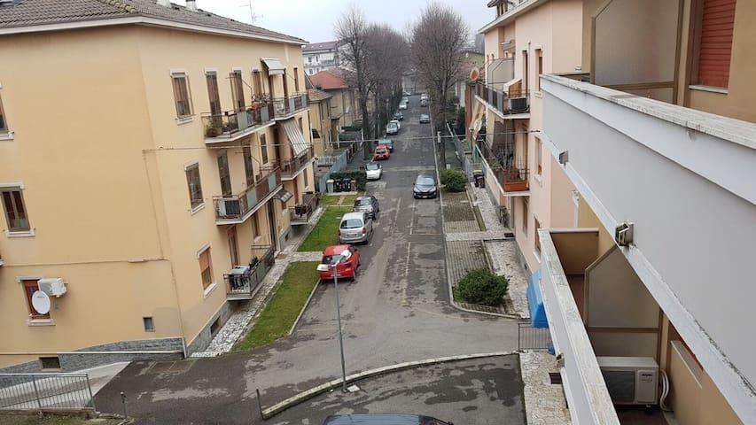 Facile parcheggio e Silenzioso - Piacenza - Daire