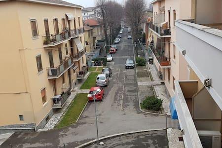 Facile parcheggio e Silenzioso - Пьяченца