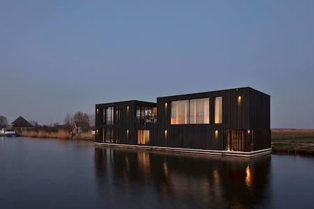 Houseboat / watervilla Black Swan