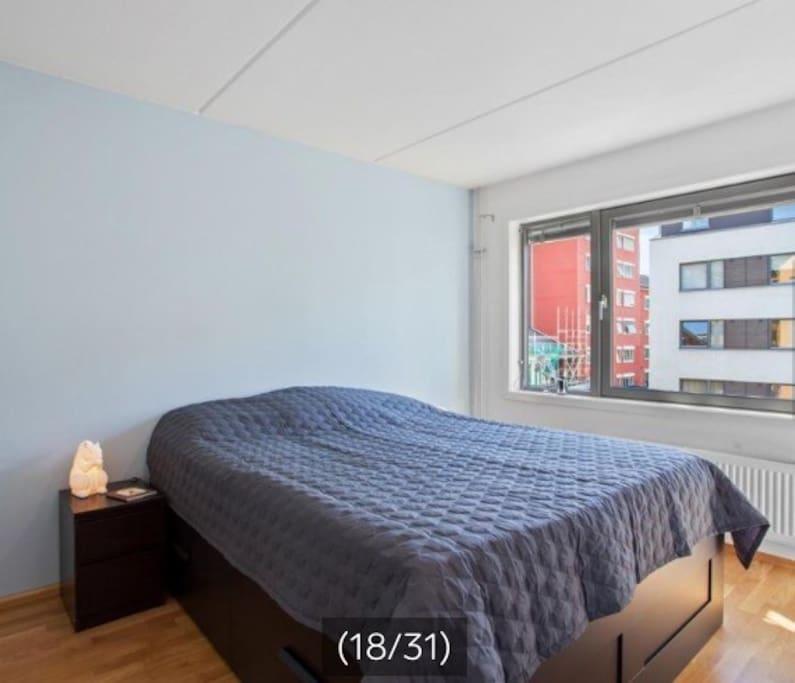 Leiligheten er pusset opp siden bildene ble tatt. Bildene er tatt ved salg fra forrige eier, men se viser hvert fall hvordan leiligheten er bygget opp.