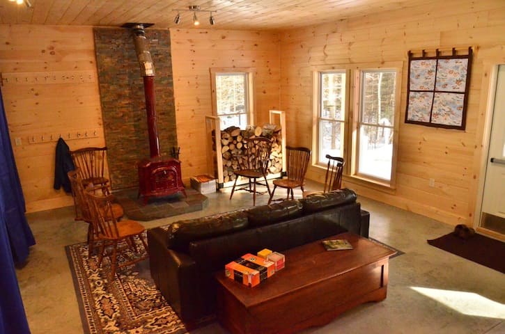 Peaceful Woodland Bunkhouse - Charleston - Mökki