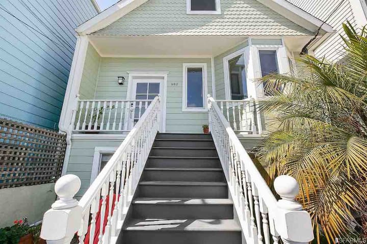 Large private getaway in the sunniest part of SF!