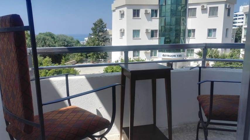 !6-bed-male dormitory room on a bunk bed in Girne!