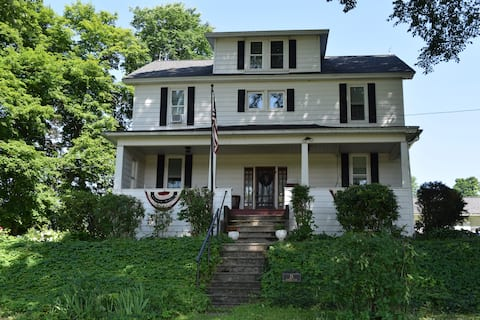 Shoff-Read Century Farmhouse Vacation Rental