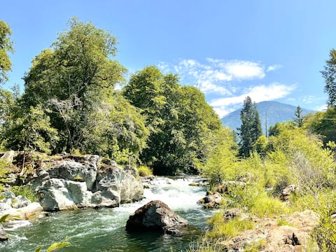 On the Applegate River - Newly Remodeled Home