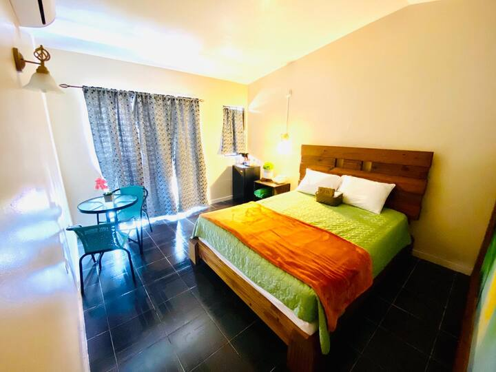 Hotel Shangri -La: Habitación Sencilla 214