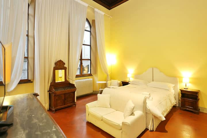 Beauty, history and comfort by Ponte Vecchio