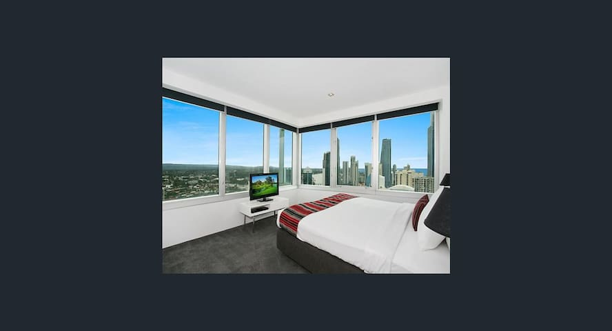 STUNNING LEVEL 32 APARTMENT AT THE Q1 - Surfers Paradise - Pis