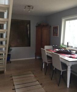 Koselig leilighet på Løren over 2 plan. Sentralt.