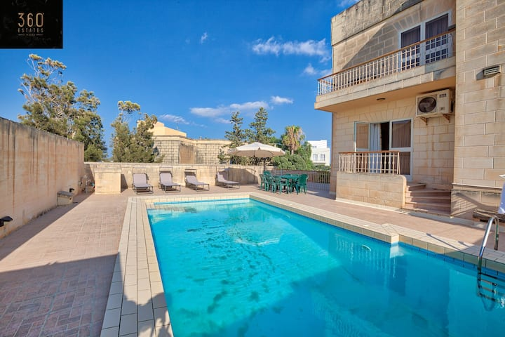 3B Villa with beautiful pool close to St Julians!