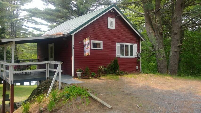Cozy ADK Cabin in Woodsy Setting 2 acres