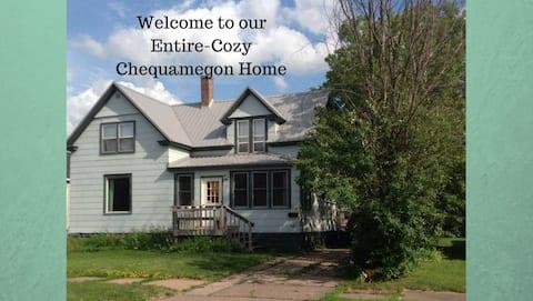 Entire- Cozy Chequamegon Home