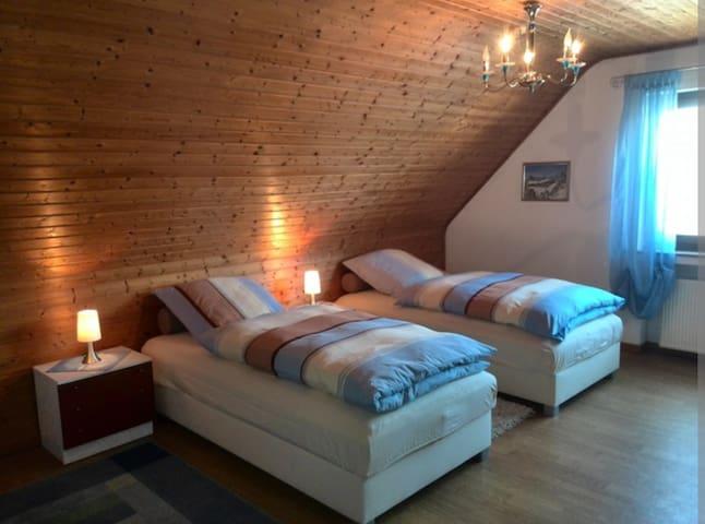 1 Zimmer Doppelbett oder 2-Bettzimmer