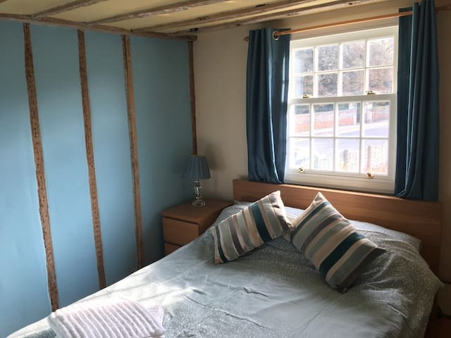Double Room in Pretty 18th Century Cottage