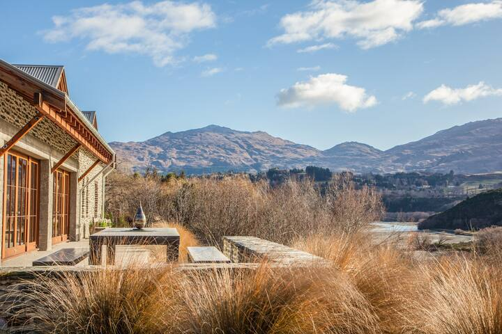 Shotover Point - Vineyard, Spa Pool & Outdoor Fire