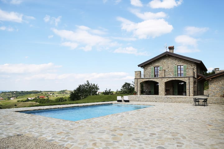 5.5 BR Unique Villa in Piedmont with amazing view - Castel Boglione - Villa